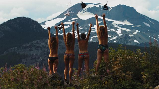Новая модная фишка социальных сетей – голые девушки!
